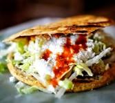 Gorditas de chicharrón y queso de Oaxaca mexicanos