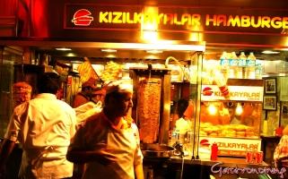 """Local de venta de comida """"al paso"""" de la calle Istikal-Estambul"""