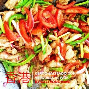 Cerdo salteado con verduras al wok